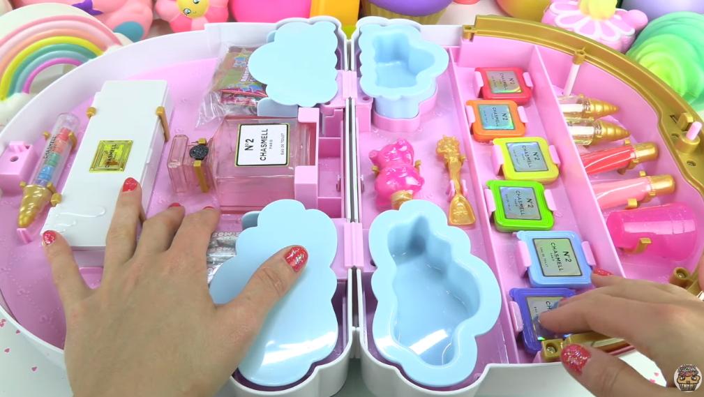 Poopsie Chasmell Rainbow Slime Kit Unboxing! Makeup + Unicorn DIY Slime 002
