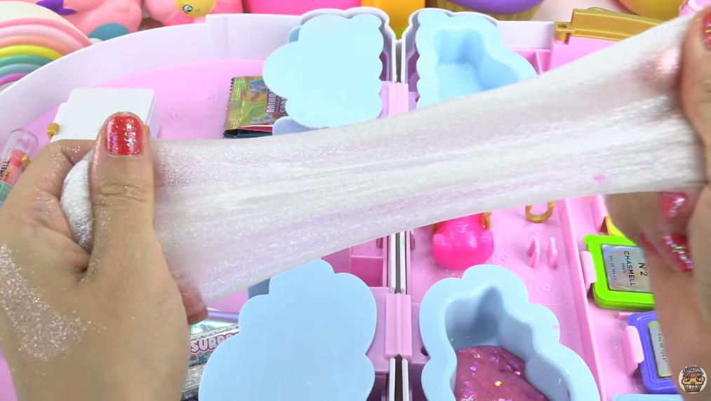 Poopsie Chasmell Rainbow Slime Kit Unboxing! Makeup + Unicorn DIY Slime 008