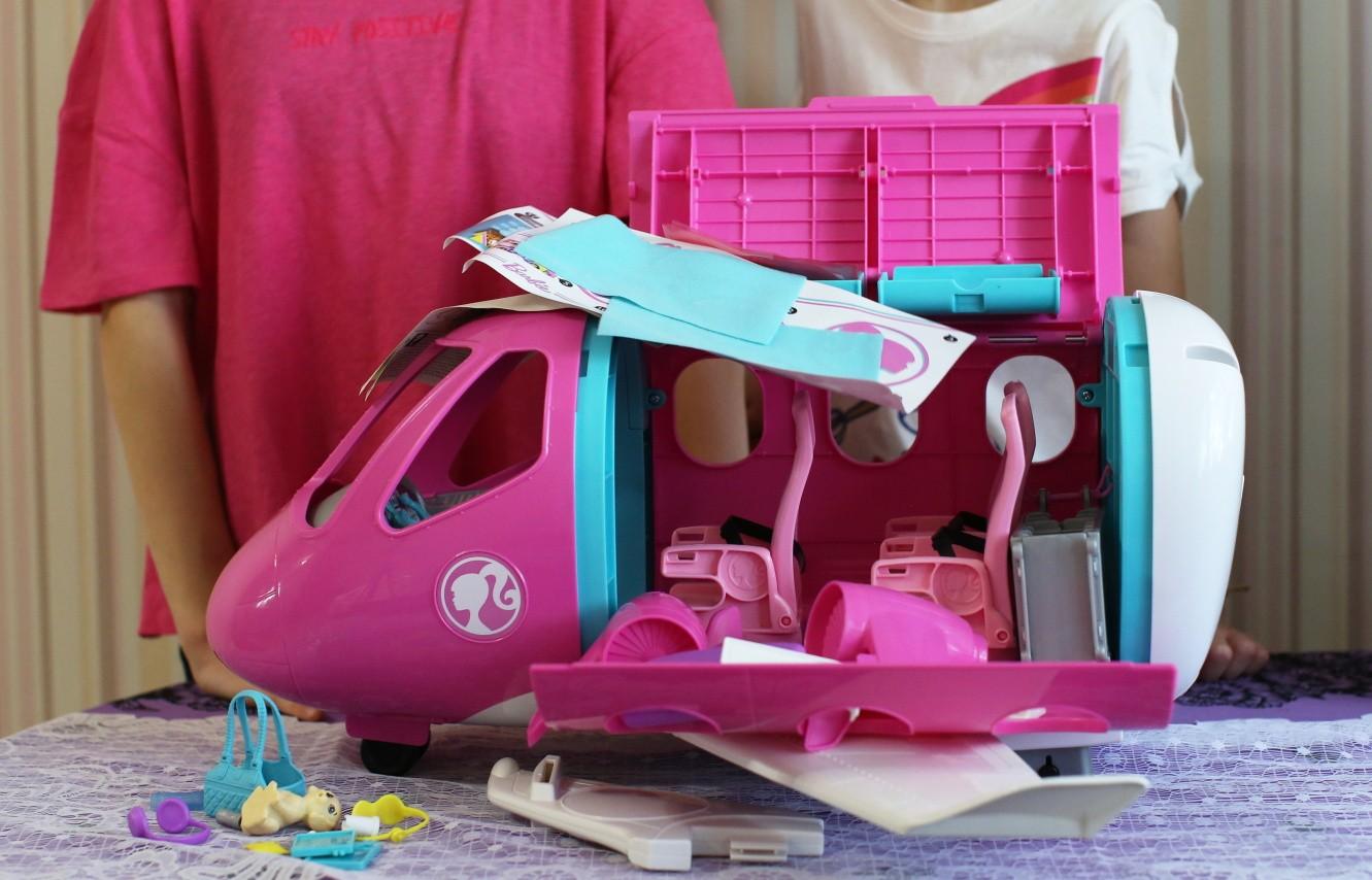 Barbie Dreamplane unpacking