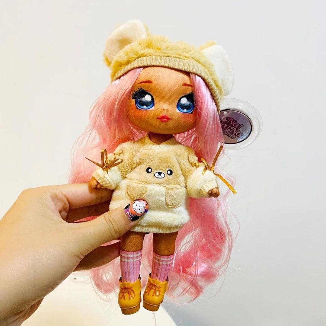 NA NA NA SURPRISE #2 in 1 Soft Fashion Doll /& Plush Pom# by MGA 2019 New