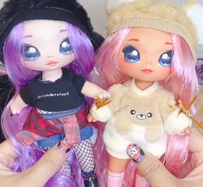 SURPRISE Soft Fashion Doll /& Plush Pom**UNICORN Britney Sparkles NA NA NA